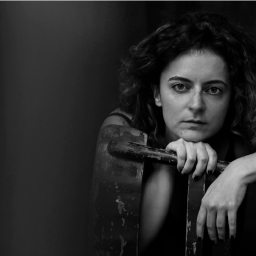"""Chambres d'O – Fleur Khani: """"Ik wil mij als kunstenaar-ondernemer in de markt zetten"""""""
