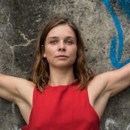 """KIEM – Charlotte Goesaert: """"Zitten is de nieuwe ziekte van onze maatschappij"""""""
